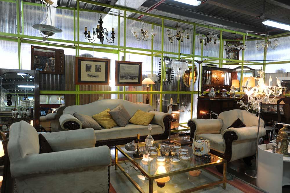 Muebles de salón, sofás y mesitas de centro